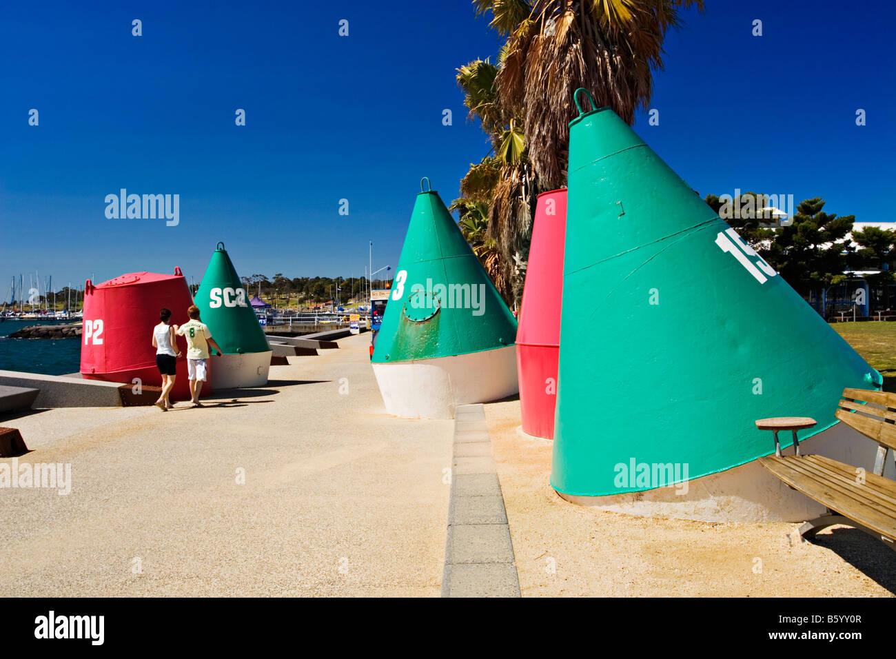 geelong-australia-colourful-painted-buoys-on-the-geelong-waterfront-B5YY0R.jpg