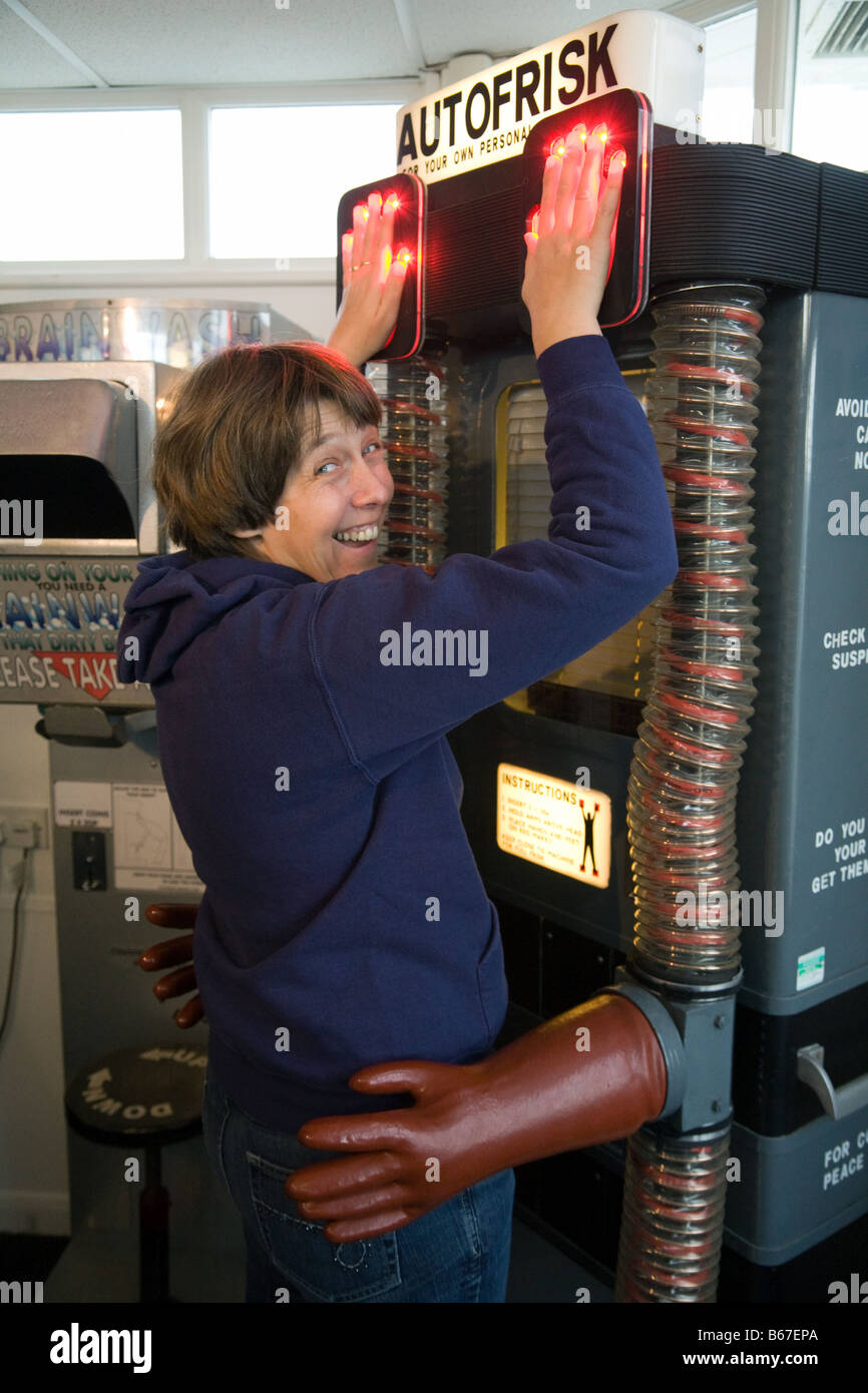a-woman-enjoying-the-amusements-in-the-amusement-arcade-southwold-B67EPA.jpg