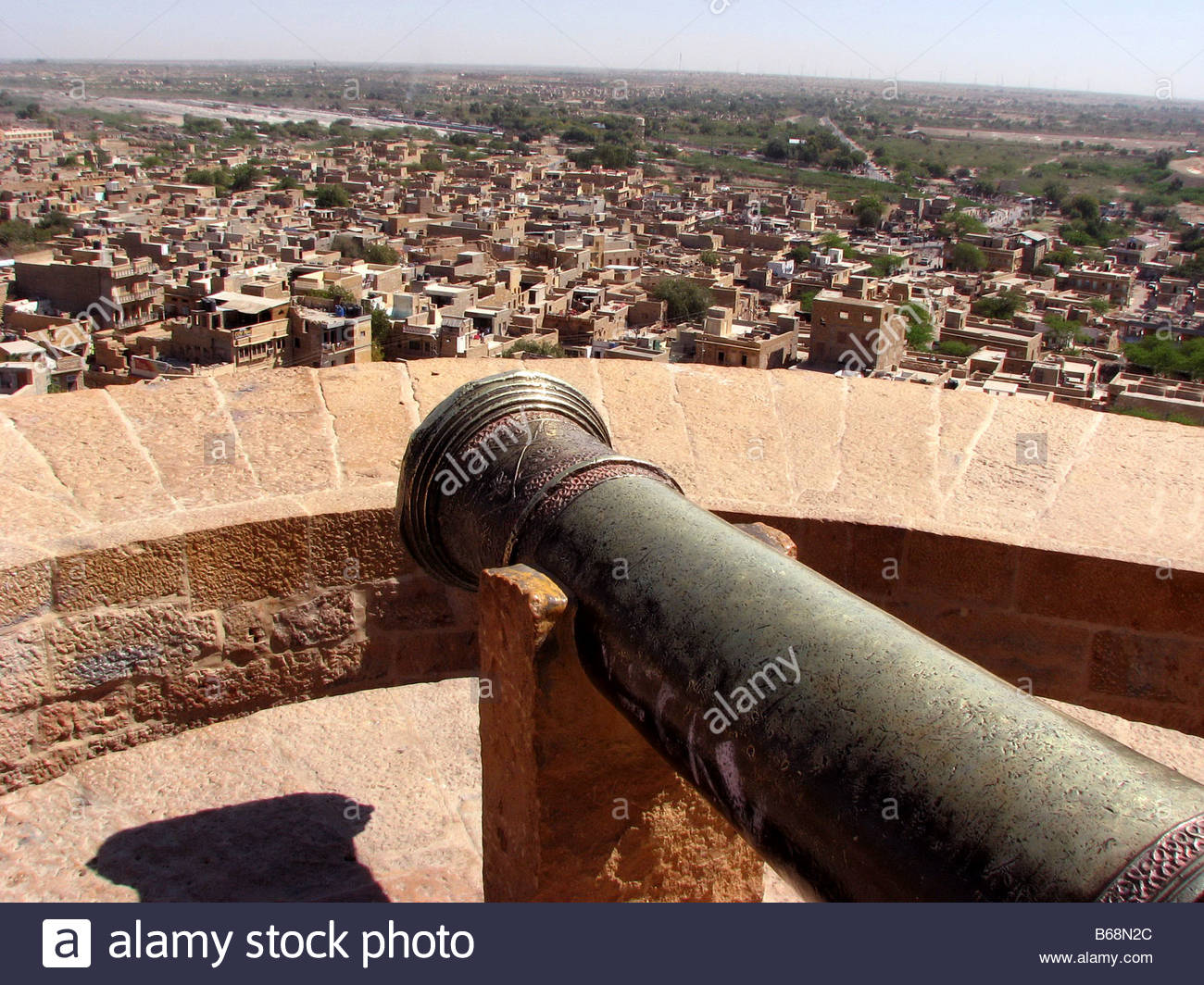 CANNON ON THE RAMPARTS OF JAISALMER FORT RAJASTHAN INDIA - Stock Image