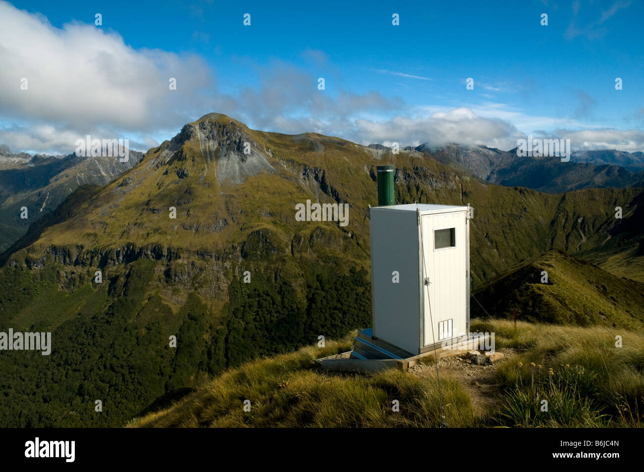 toilet-cabin-at-the-hanging-valley-emerg