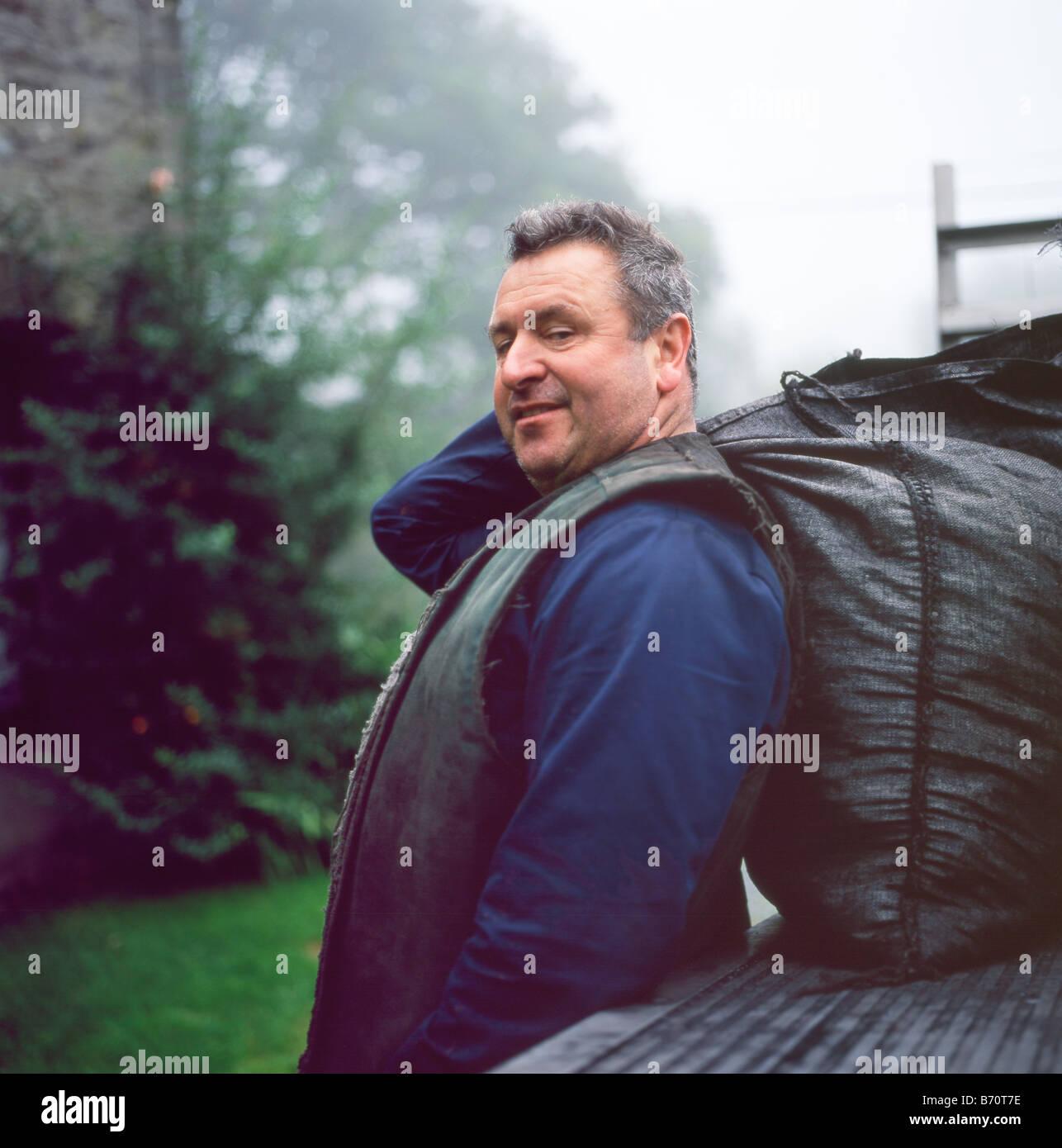 Portrait of coalman Robert Brown of Sennybridge delivering coal Llanwrda Carmarthenshire Wales UK KATHY DEWITT - Stock Image