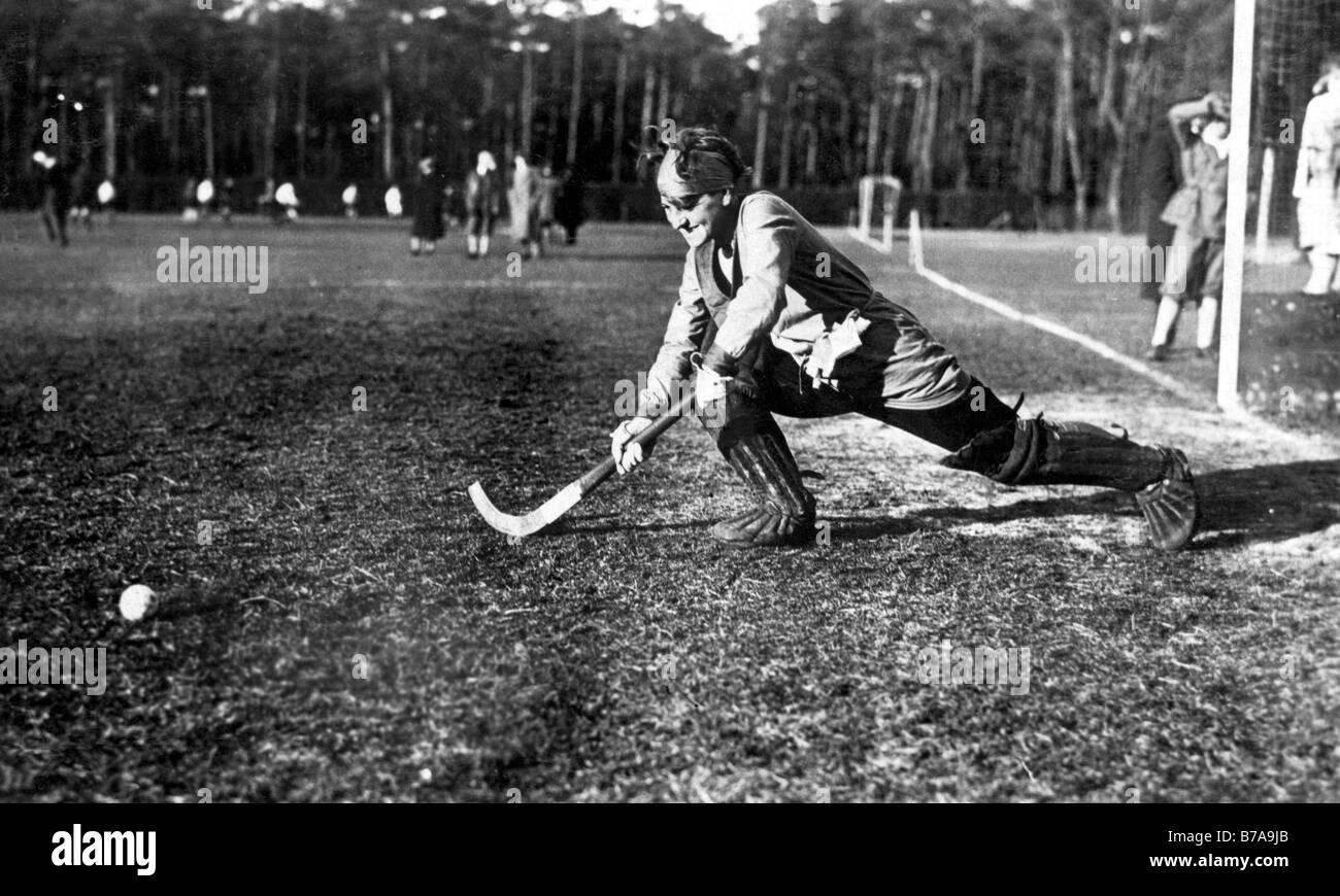 Historic photo, woman playing hockey, ca. 1925 - Stock Image