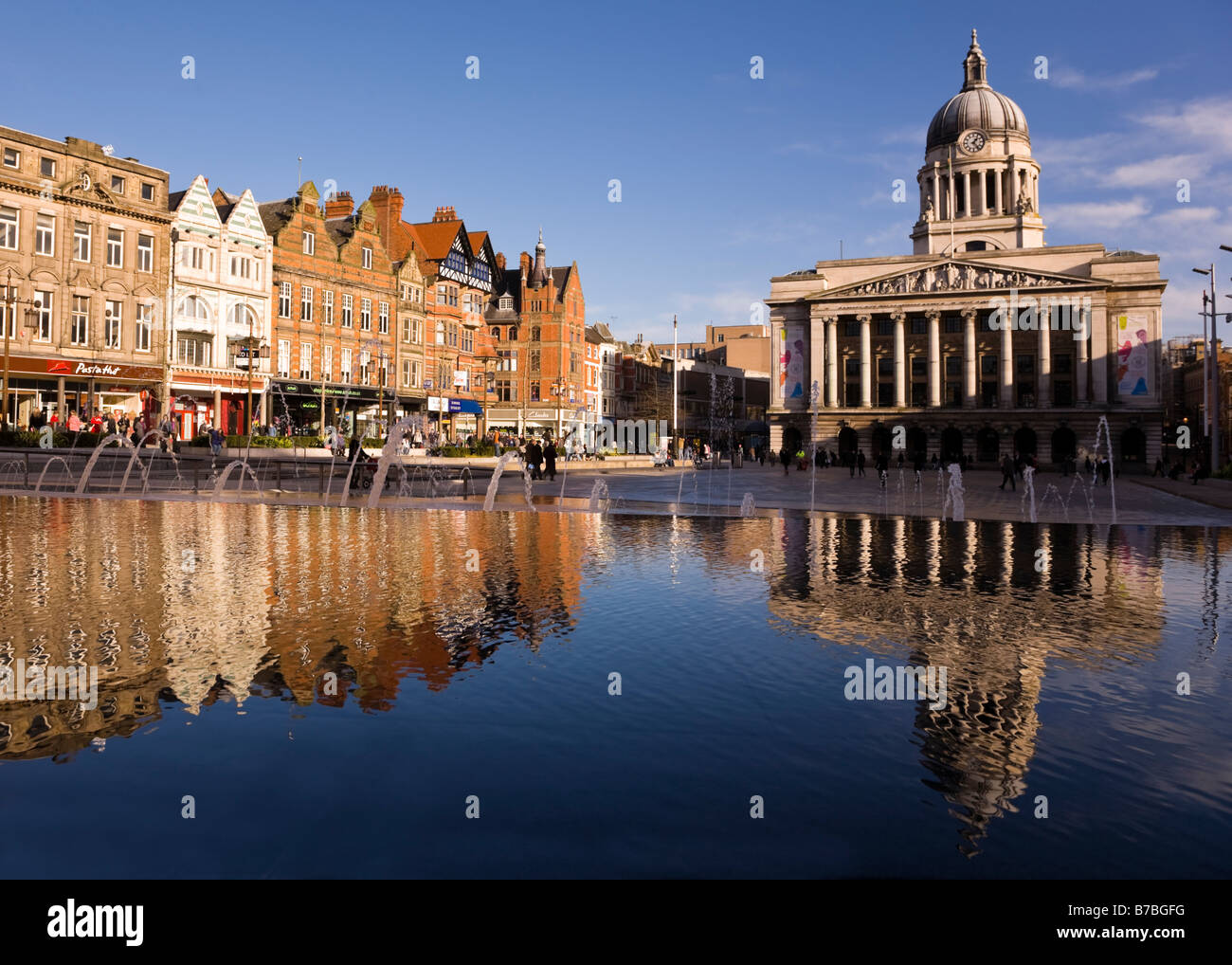 nottingham-city-hall-and-shops-in-the-ma