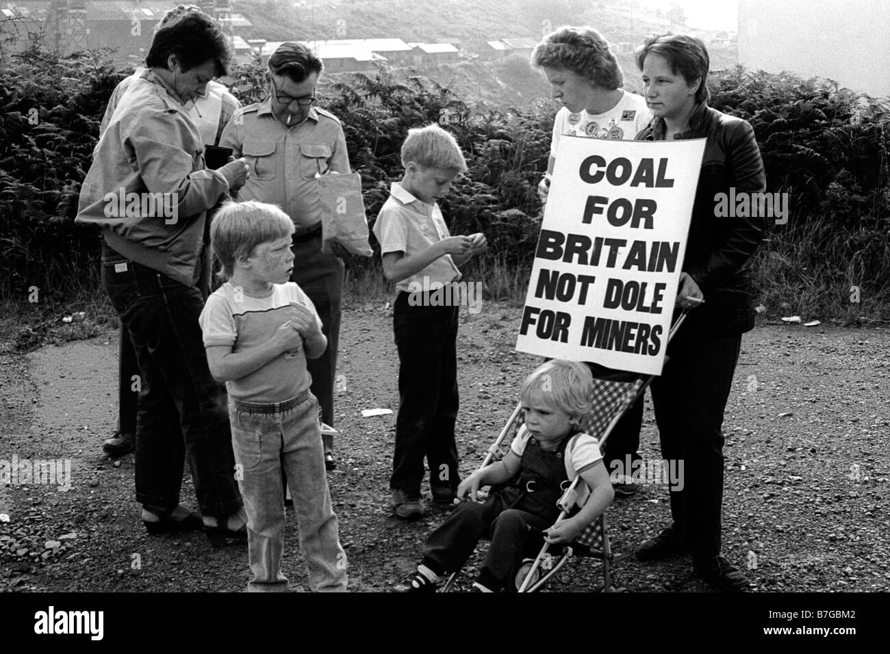 18th August 1984 Miners from Markham with family and supporters march with banners during the 1984 miners strike Stock Photo