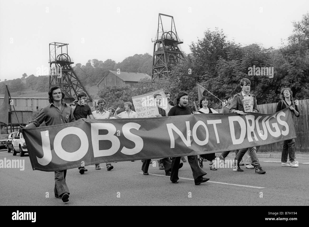 10th-august-1984-militant-labour-party-young-socialists-march-with-B7H194.jpg