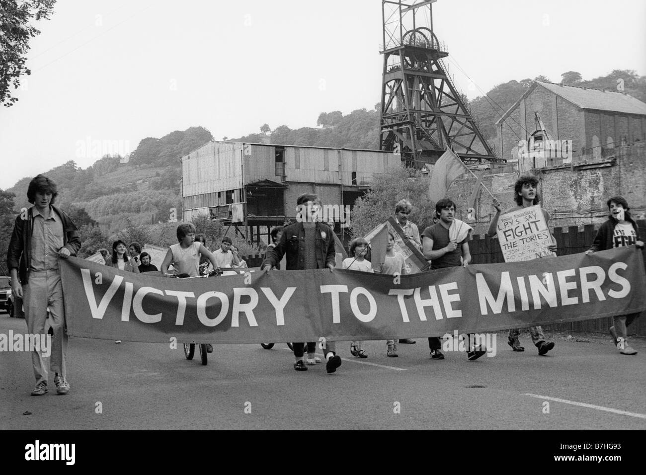 10th August 1984 Militant Labour Party Young Socialists march with banners to support miners during the 84/85 strike Stock Photo