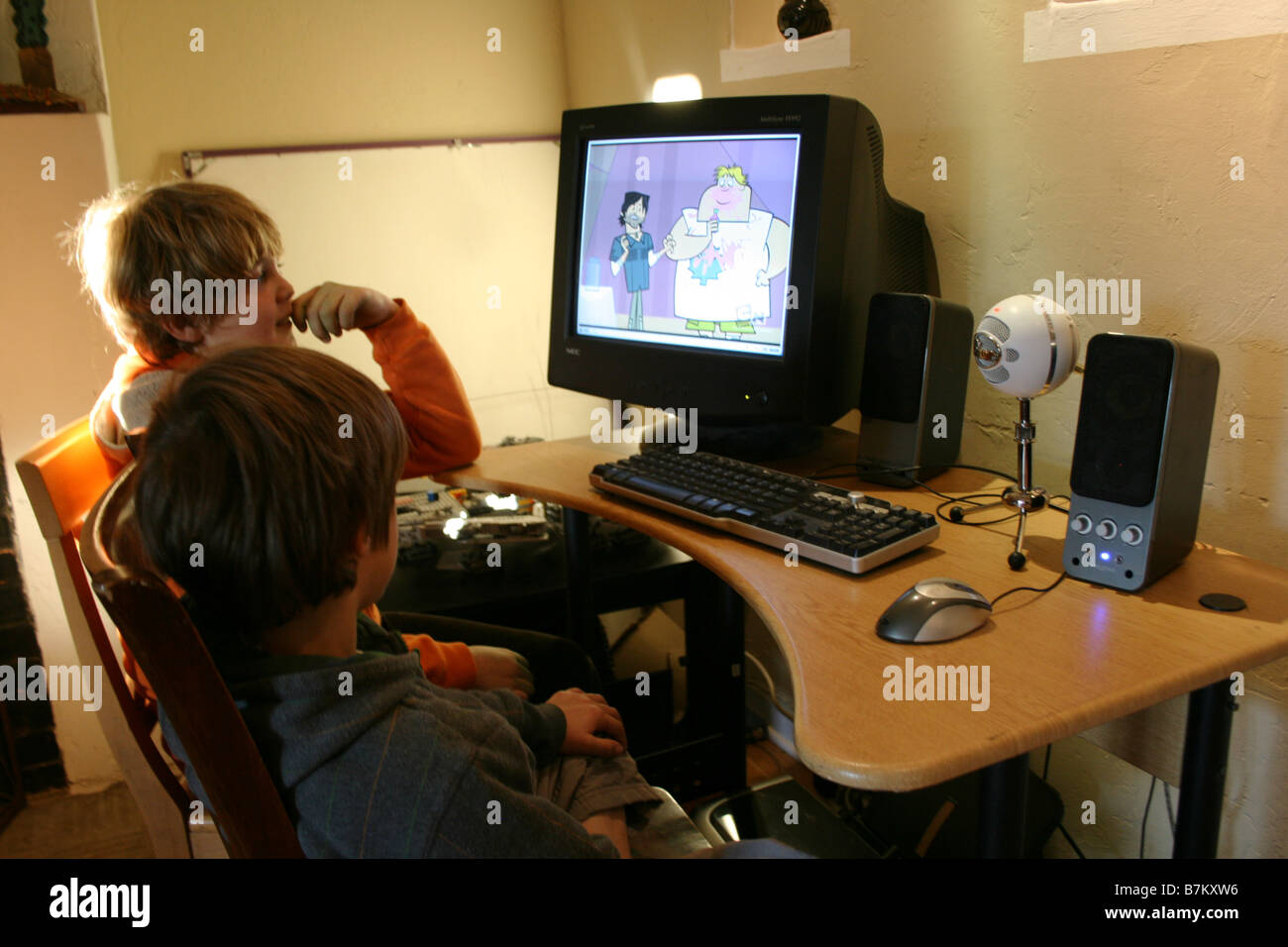two boys watching an episode from cartoon network online ...