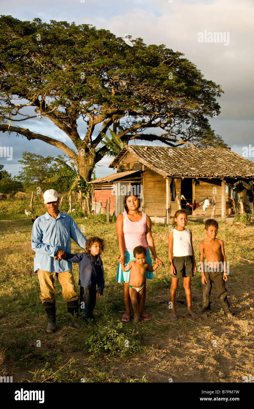 Nicaraguan farm laborer with family at their tenant house in rural Rivas department west of Lake Nicaragua - Stock Image