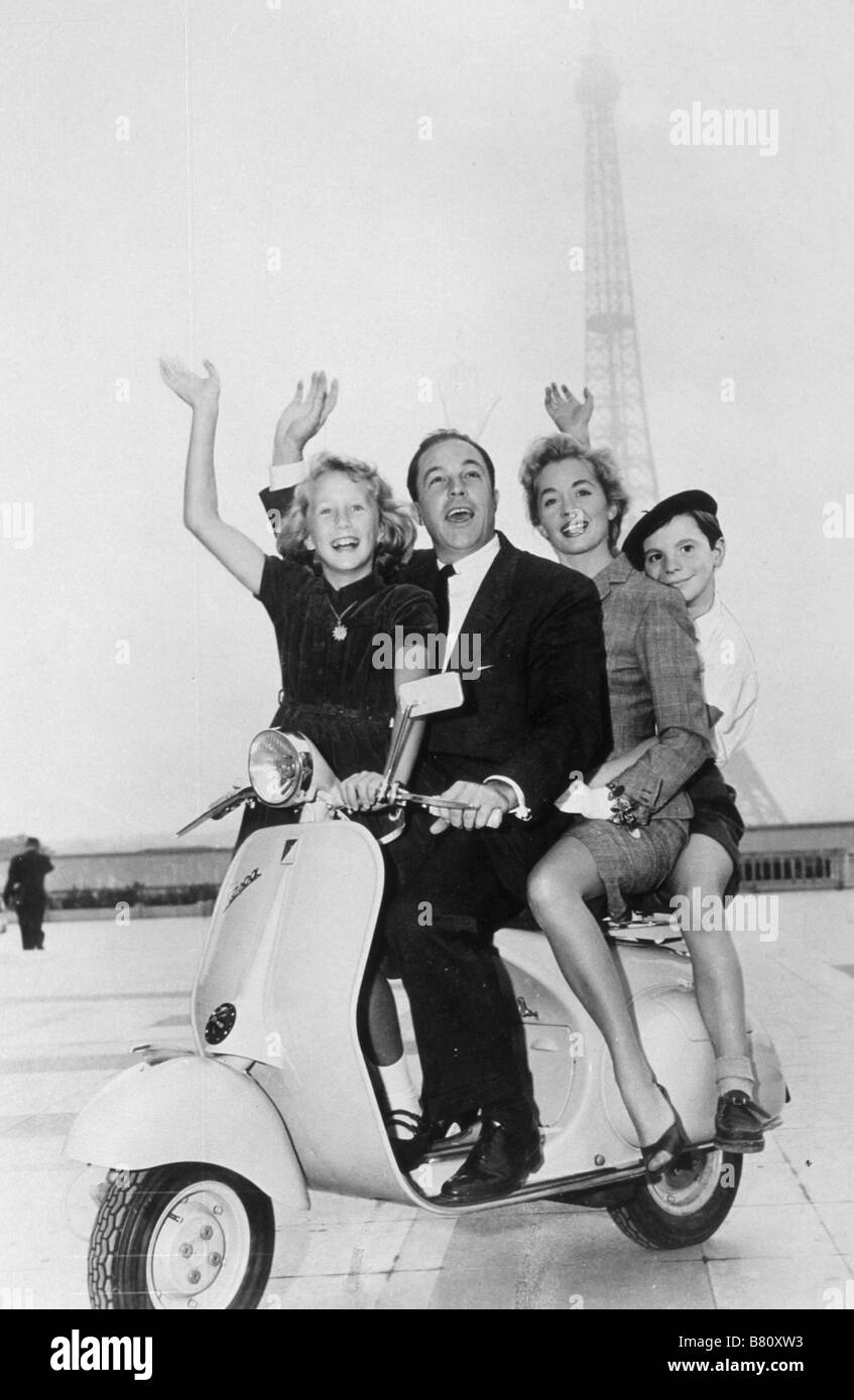 the-happy-road-year-1957-usa-director-gene-kelly-brigitte-fossey-gene-B80XW3.jpg