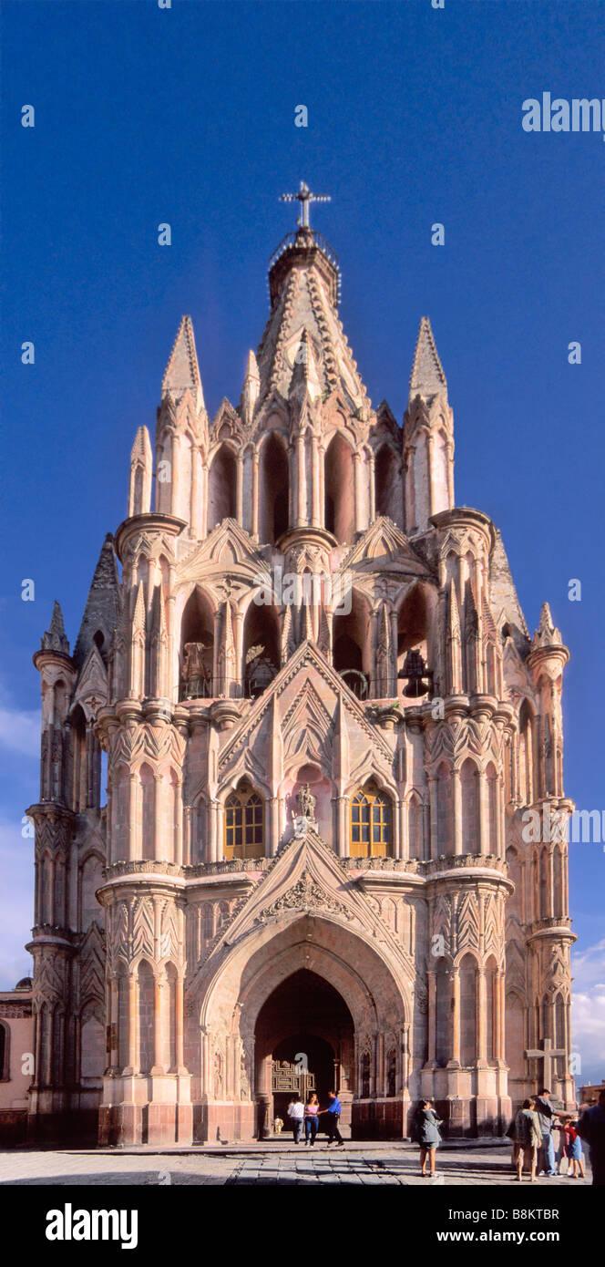 Parroquia (Parish Church), designed by Zeferino Gutierrez, at Plaza Allende in San Miguel de Allende, Mexico - Stock Image