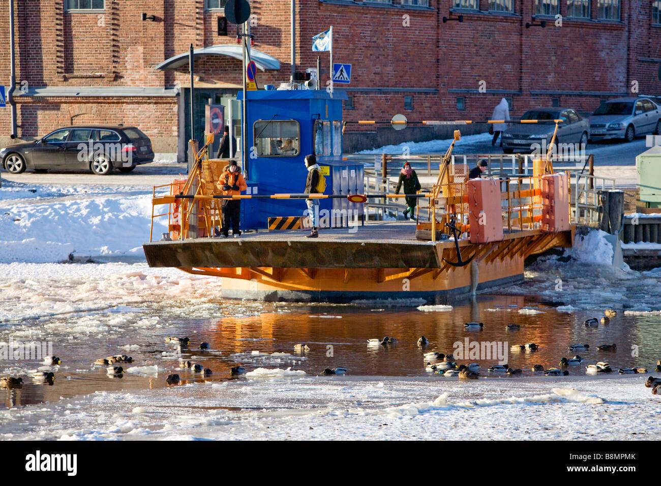 ferry-crossing-aura-river-in-turku-finla
