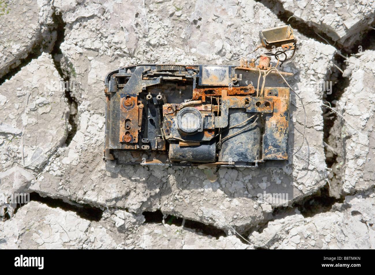 https://c7.alamy.com/comp/B8TMKN/broken-discarded-35mm-photo-camera-at-the-bottom-of-a-lake-thats-now-B8TMKN.jpg