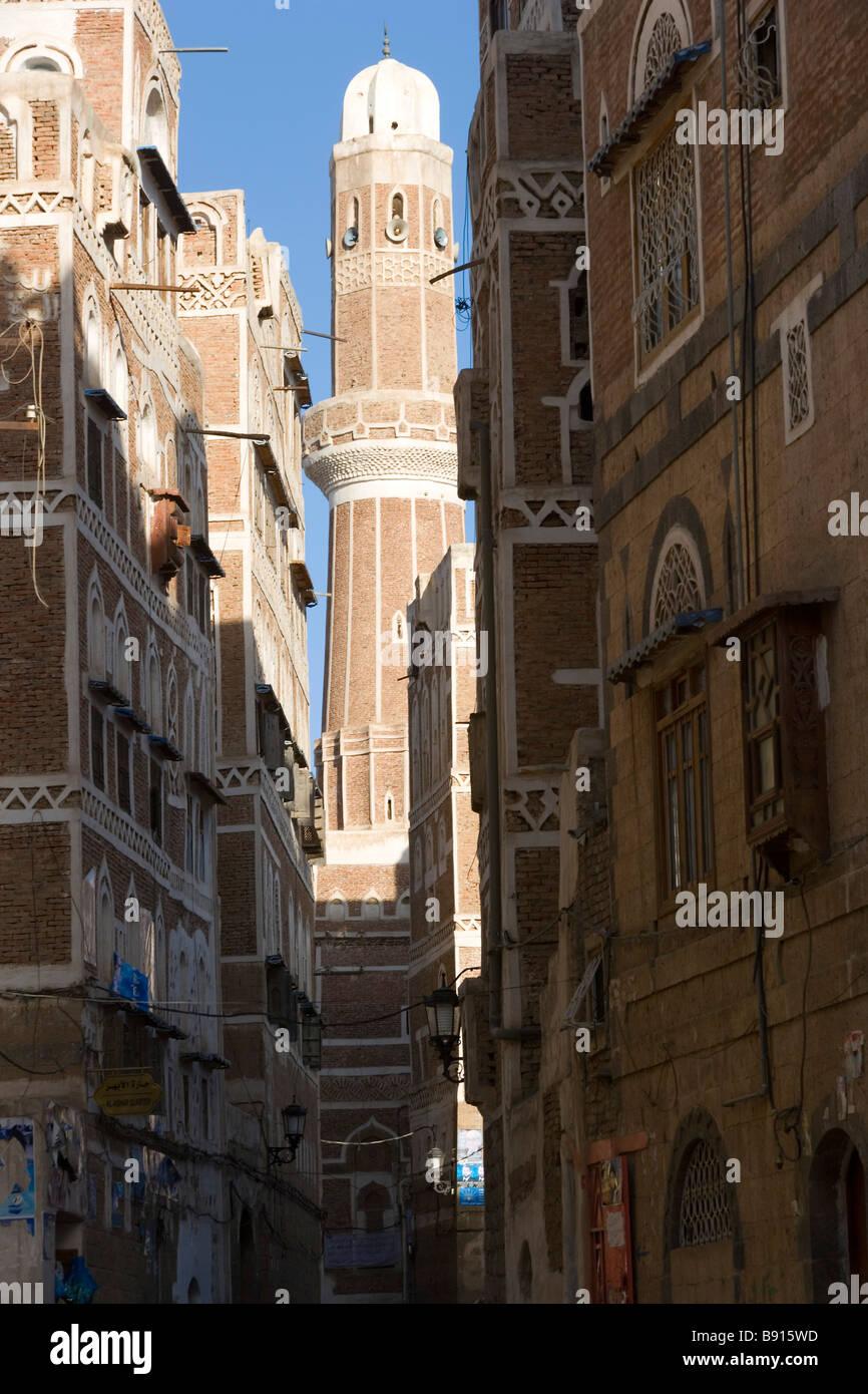 Mosque tower & surrounding buildings San'a, Yemen - Stock Image