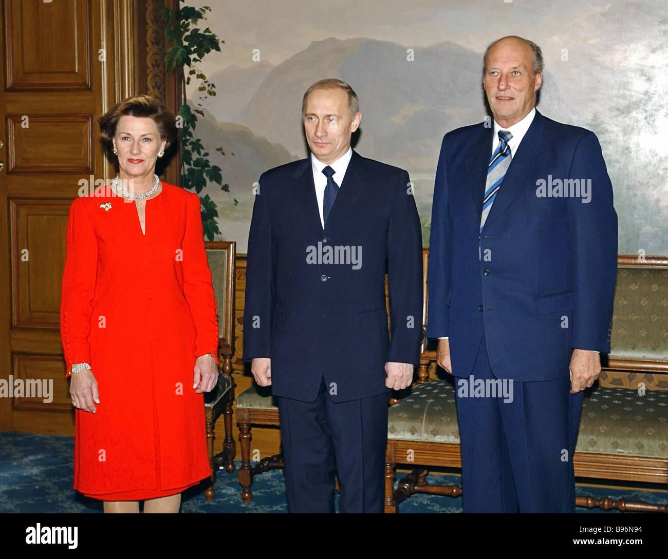 12 11 2002 OSLO Rabochaja poezdka Prezidenta RF Vladimira PUTINA v Norvegiju Korol KHARAL D V i Koroleva SONI Foto - Stock Image