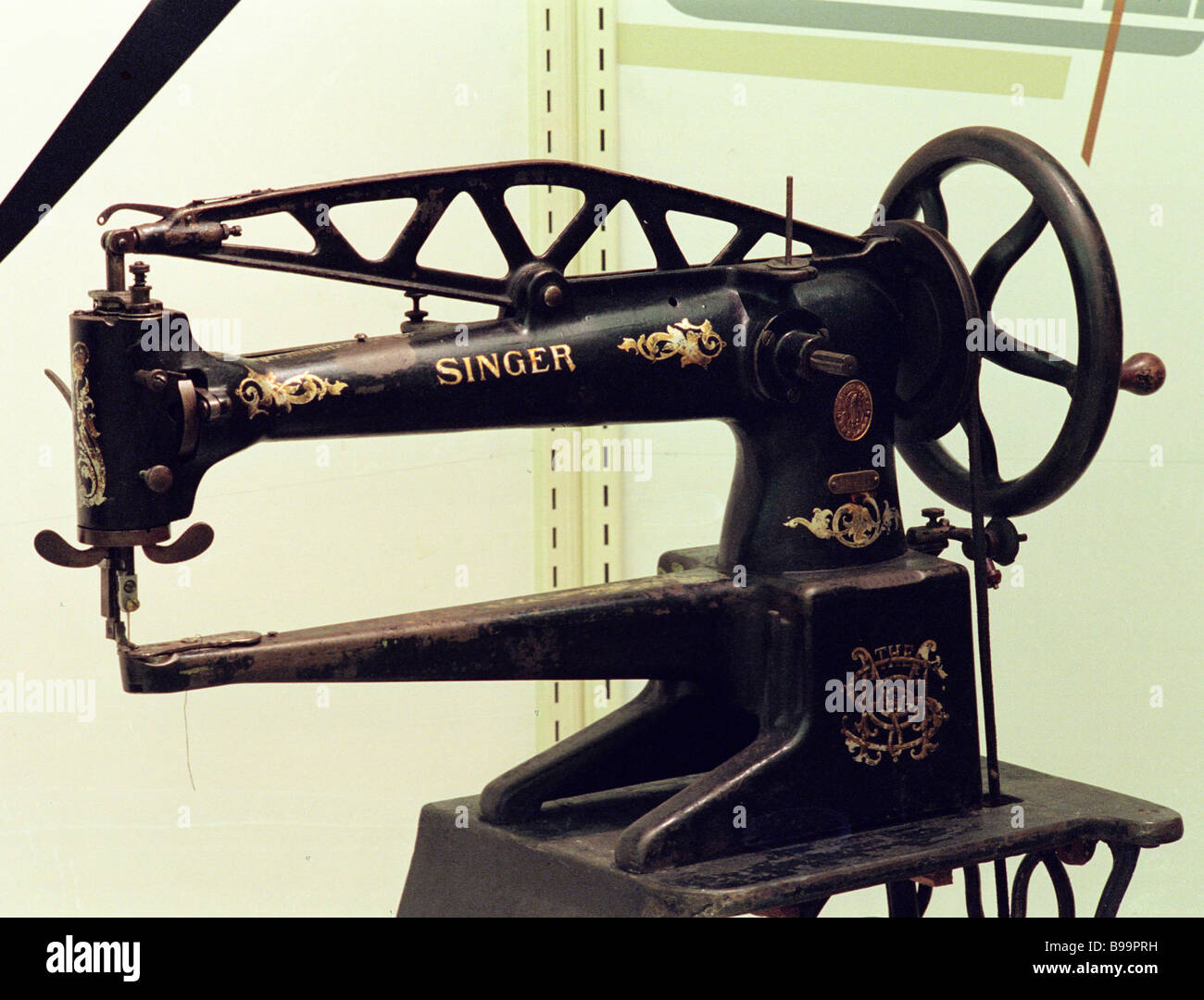 A shuttle stitch sewing machine by Singer at the Preserved Relics exhibition held in the State Polytechnic Museum - Stock Image