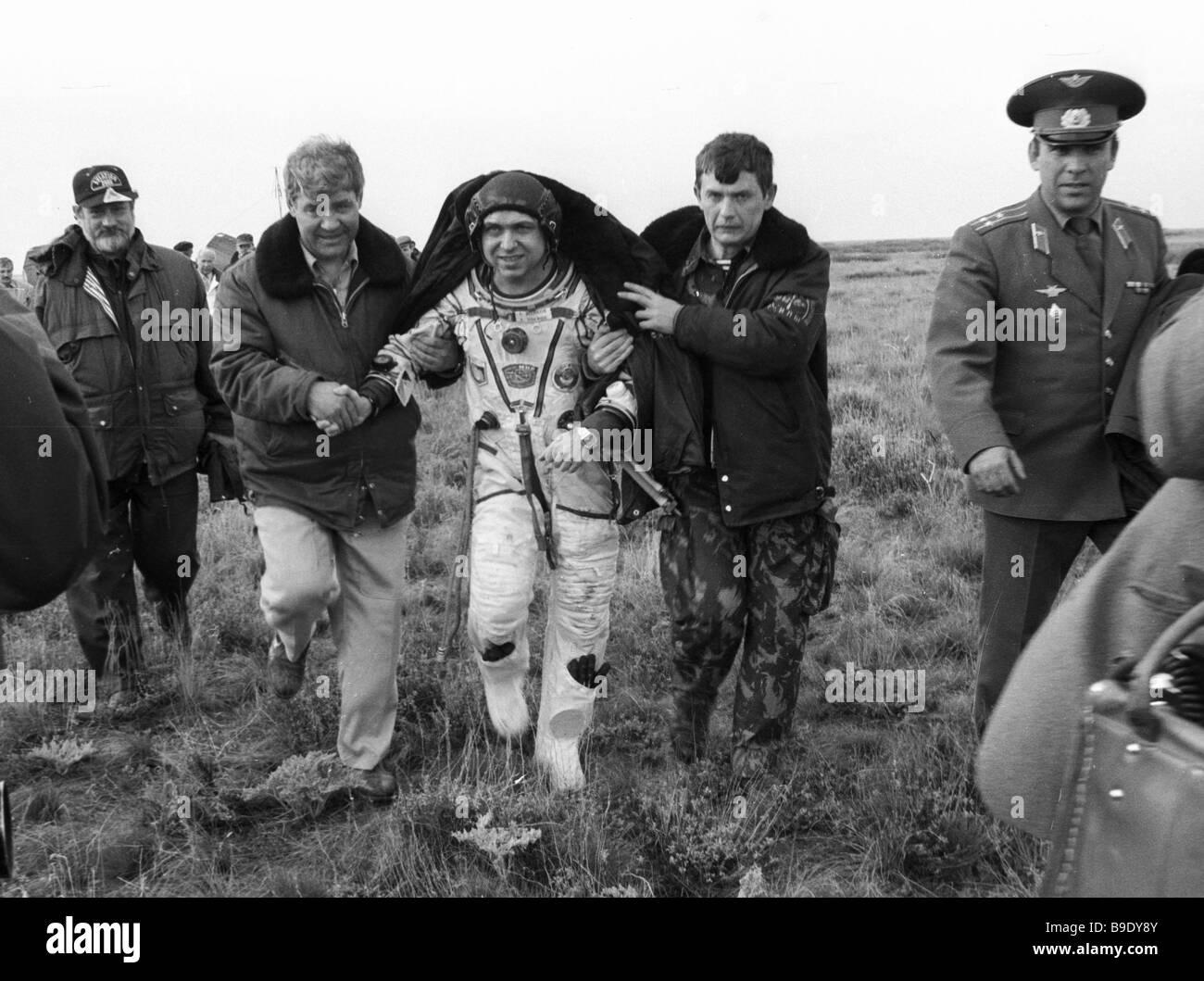 ソユーズTM-27 - Soyuz TM-27 - ...