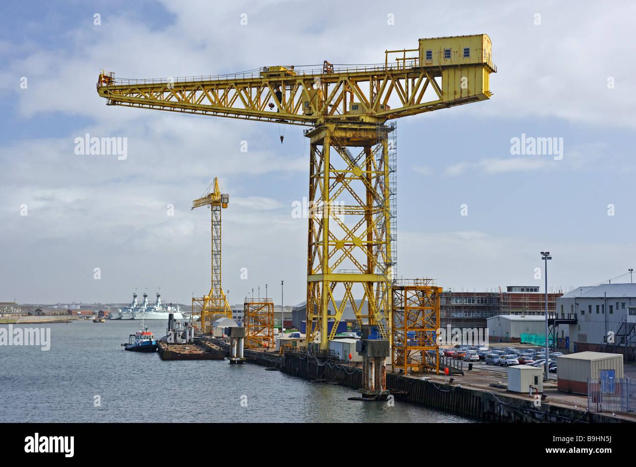 cranes-at-buccleuch-dock-barrow-in-furness-cumbria-england-united-B9HN5J.jpg