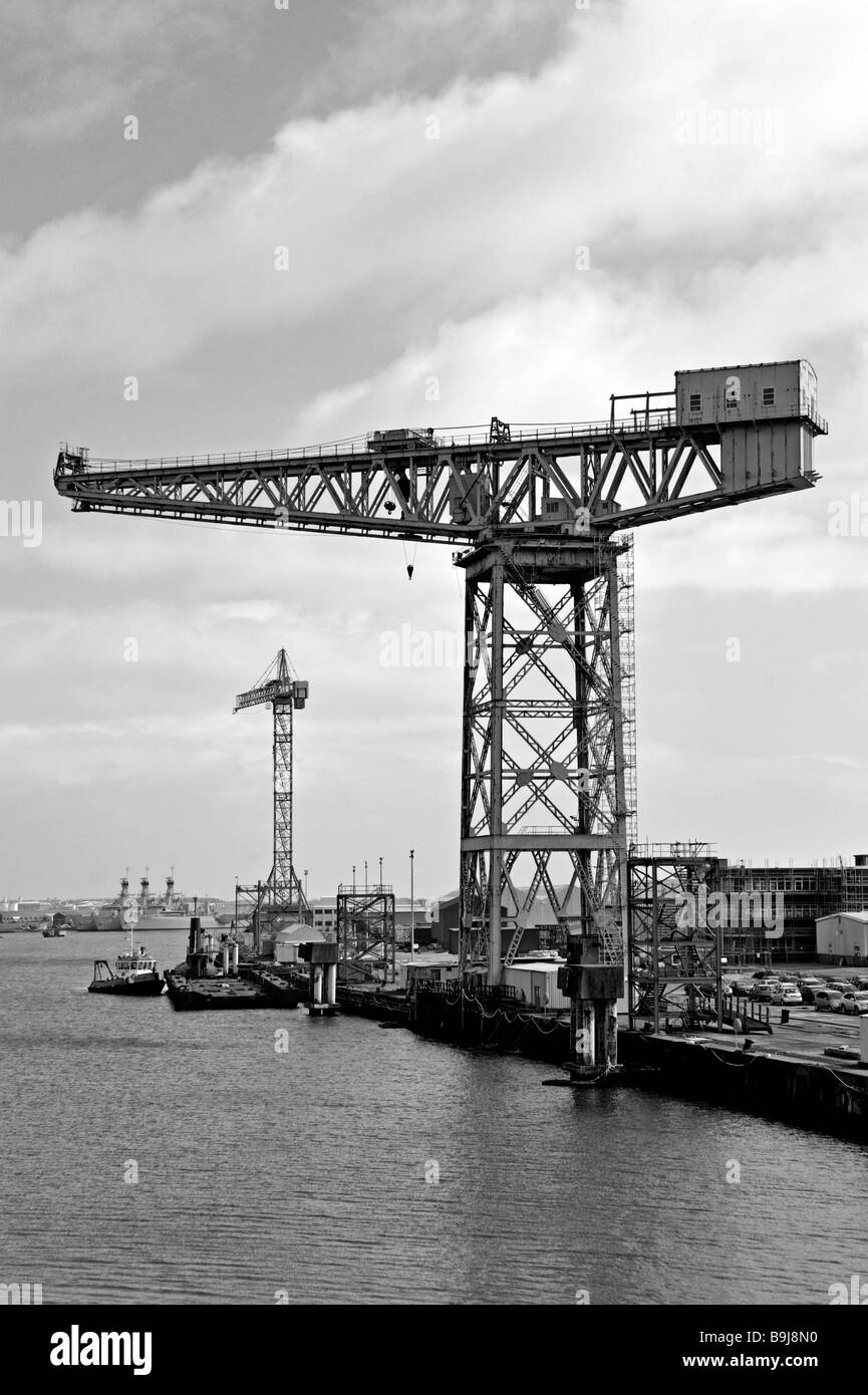 cranes-at-buccleuch-dock-barrow-in-furness-cumbria-england-united-B9J8N0.jpg