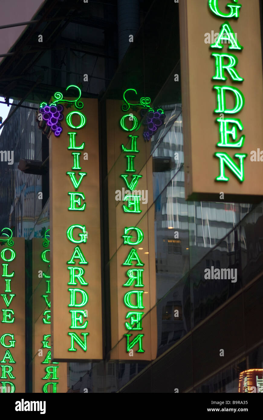 an olive garden restaurant in times square in new york - Olive Garden New York