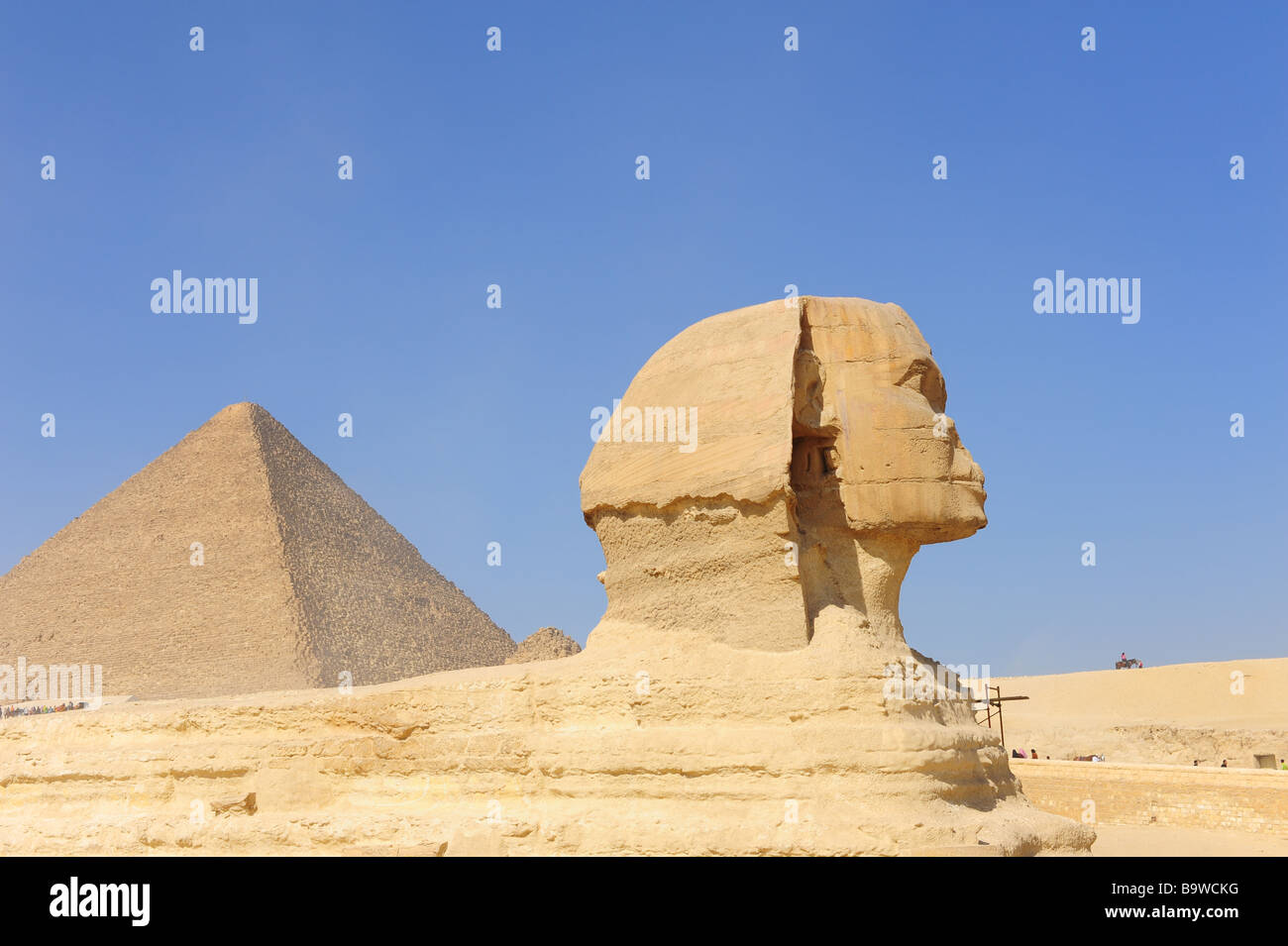 egypt-giza-the-great-pyramids-and-the-sphinx-B9WCKG.jpg