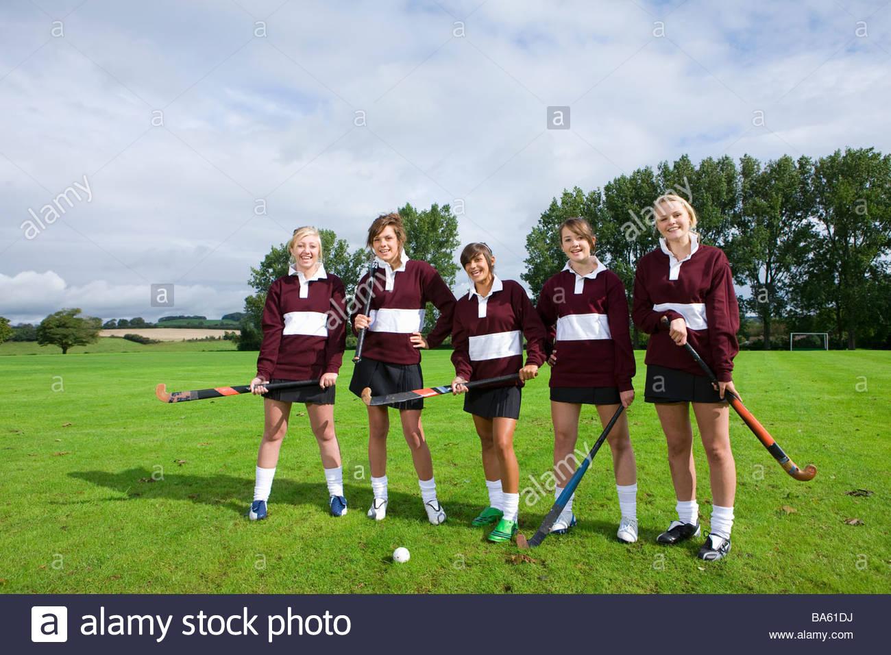 Teenage girl field hockey team - Stock Image
