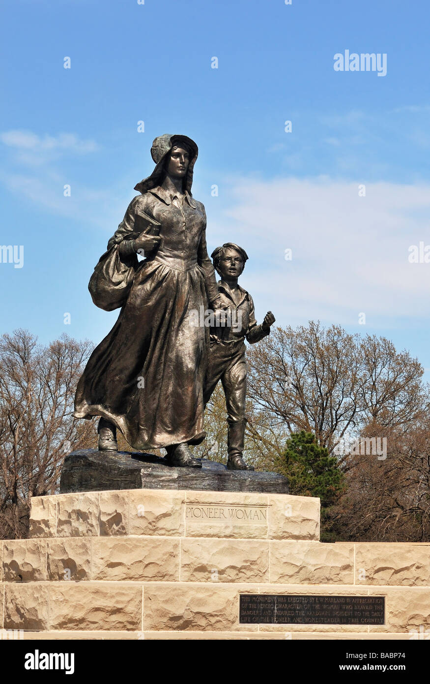 pioneer-woman-statue-sculpted-by-bryant-