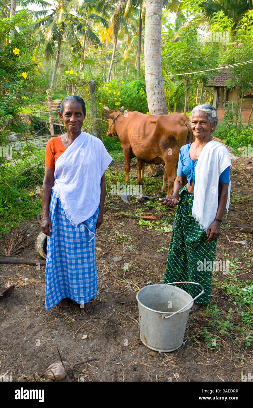 Farm workers posing for camera at Philipkutty's Farm ,an upmarket Home- Stay on  the Backwaters,Kumarakom, Kerala - Stock Image