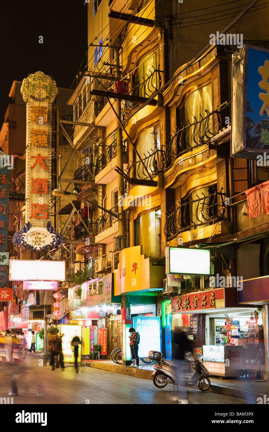 Shanghai street at night - Stock Image