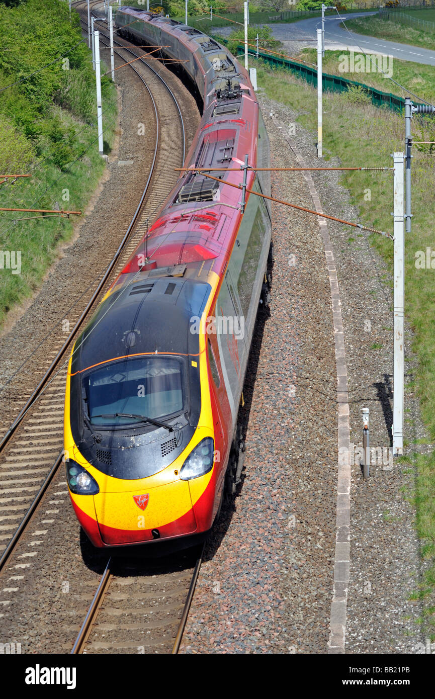 british-rail-class-390-pendolino-electric-multiple-unit-at-speed-west-BB21PB.jpg