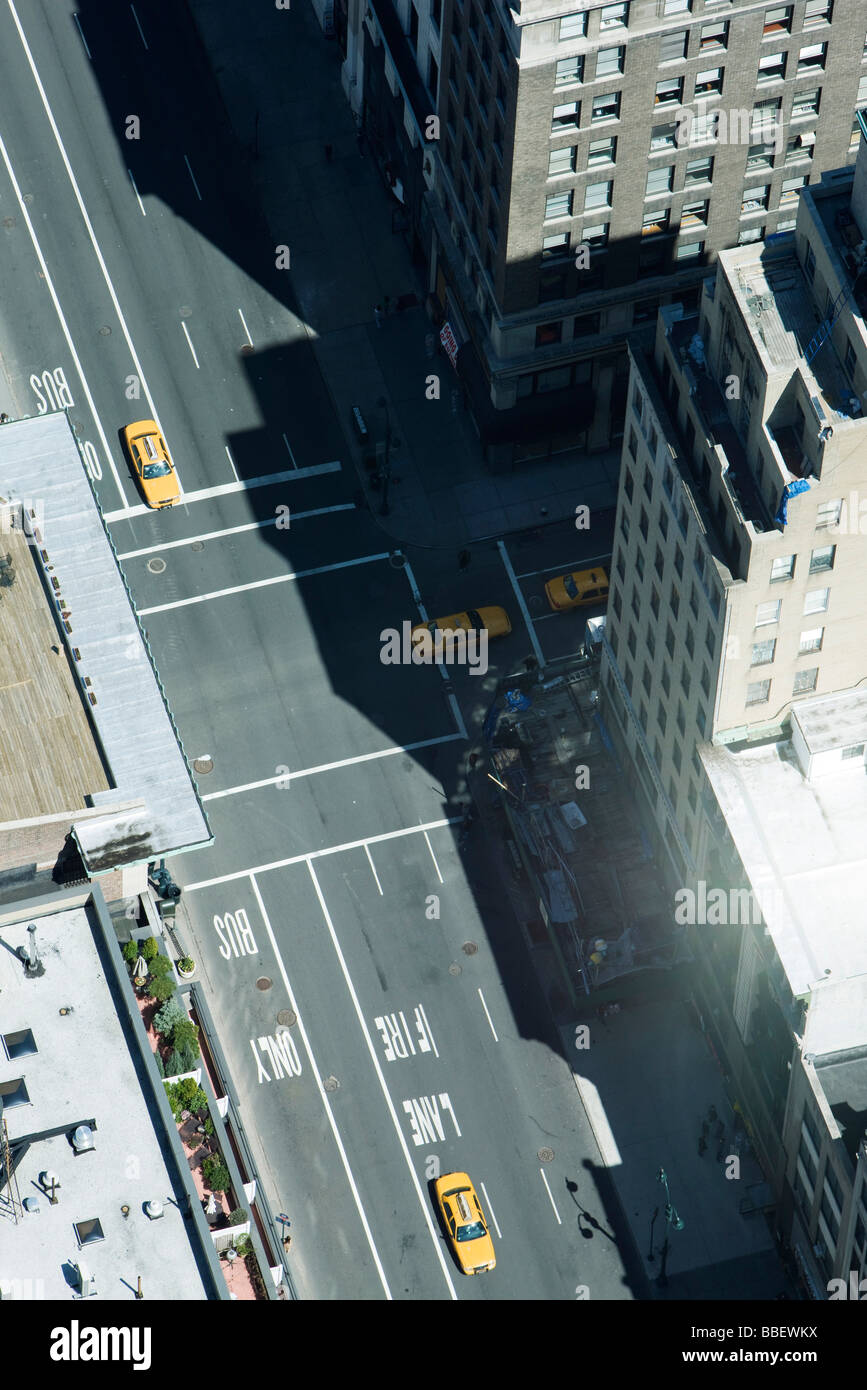 Aerial view of taxis on street lined with high rise buildings - Stock Image