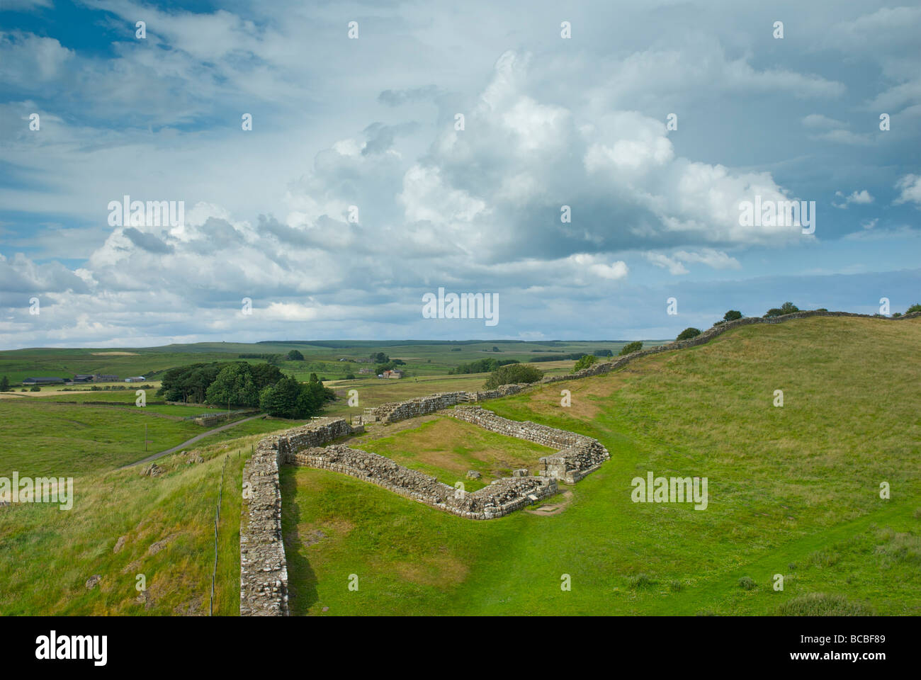 milecastle-42-on-hadrians-wall-at-cawfield-crags-northumberland-national-BCBF89.jpg