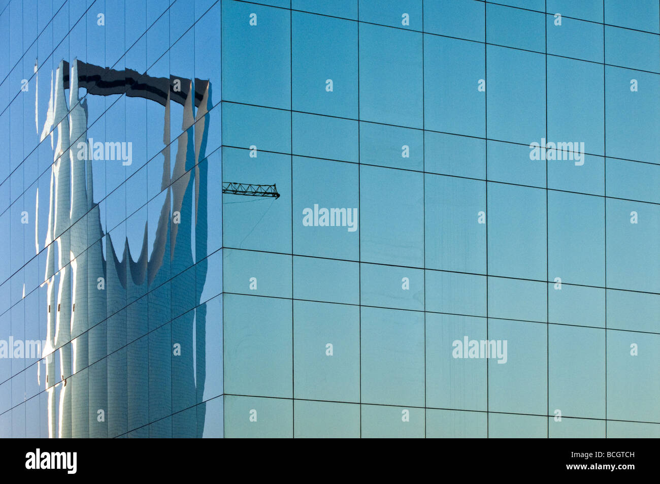 Rijadh the Kingdom Tower reflected on a modern building - Stock Image