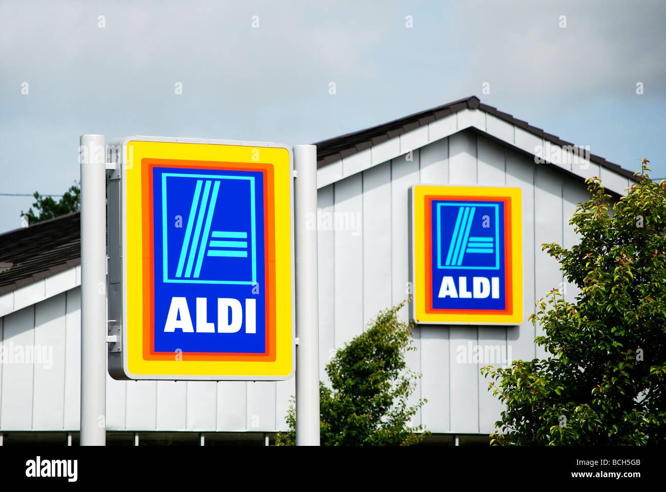 Aldi discount store in cornwall,uk Stock Photo