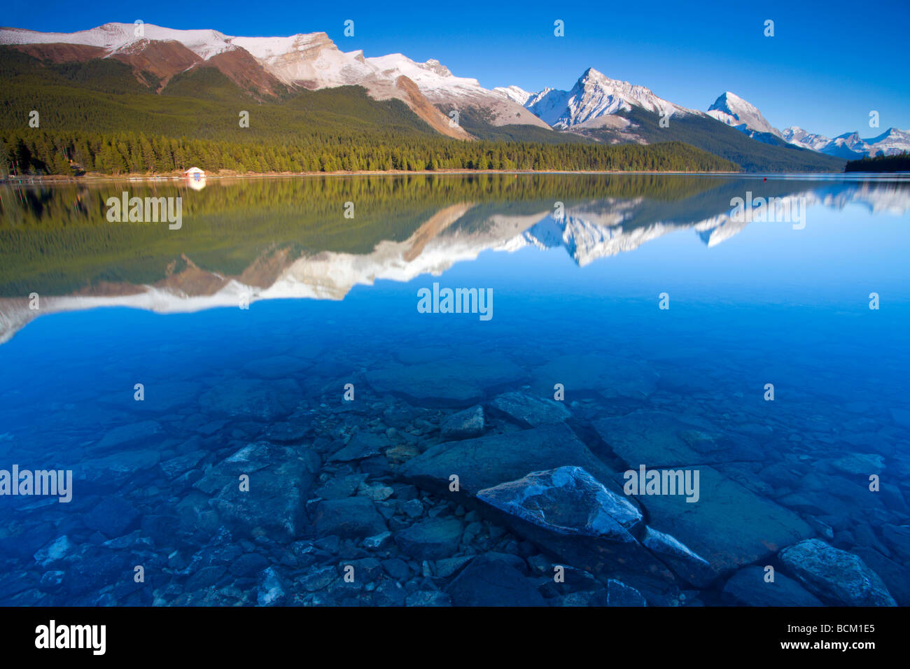 crystal clear lake water stock photos crystal clear lake water stock images alamy. Black Bedroom Furniture Sets. Home Design Ideas