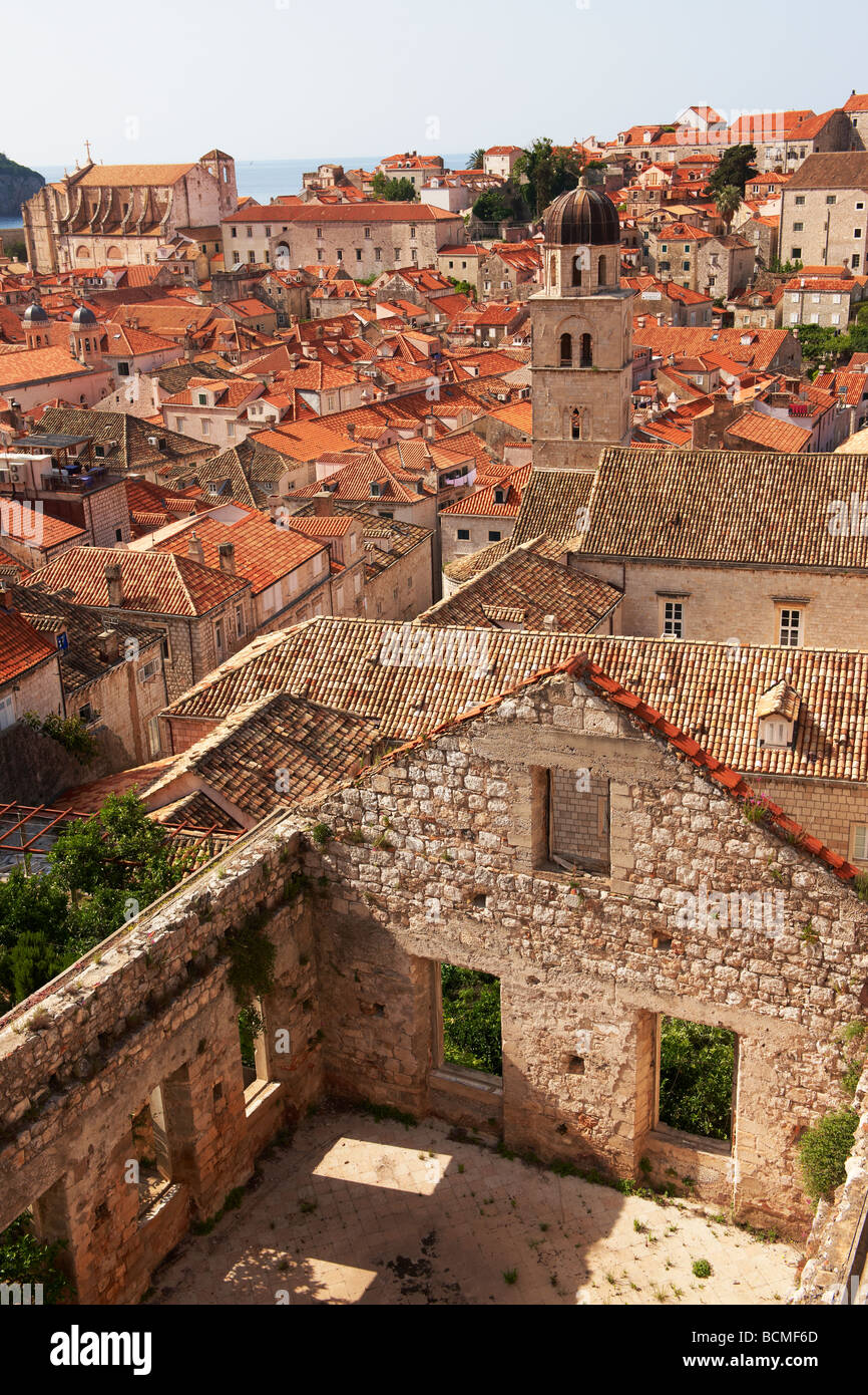bomb damaged houes and roof to views of Dubrovnik - Stock Image