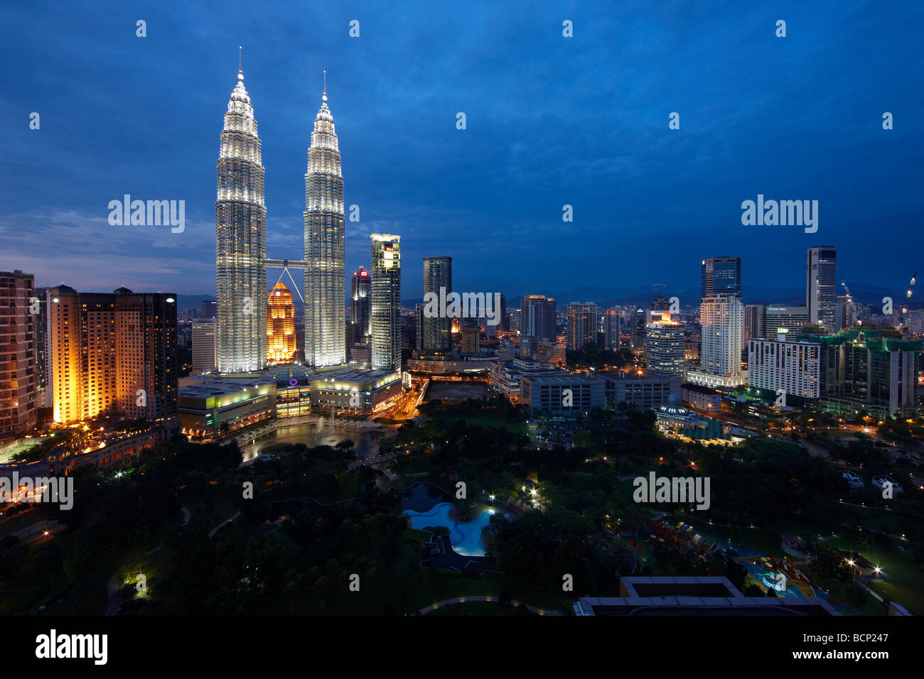 the Petronas Towers and the Kuala Lumpur skyline at night, Malaysia - Stock Image