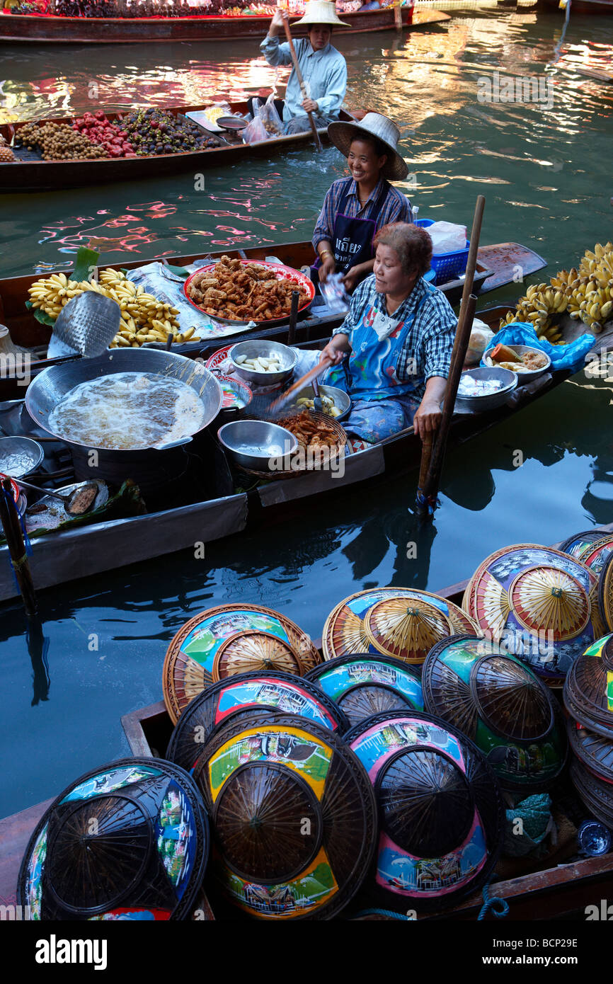 the floating market at Damnoen Saduak, nr Bangkok, Thailand - Stock Image