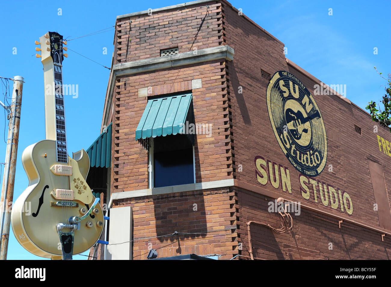 tennessee-memphis-sun-studio-exterior-where-elvis-presley-recorded-BCY55F.jpg