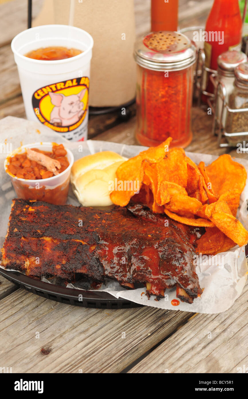 usa-tennessee-memphis-central-bbq-restaurant-southern-style-ribs-BCY5R1.jpg