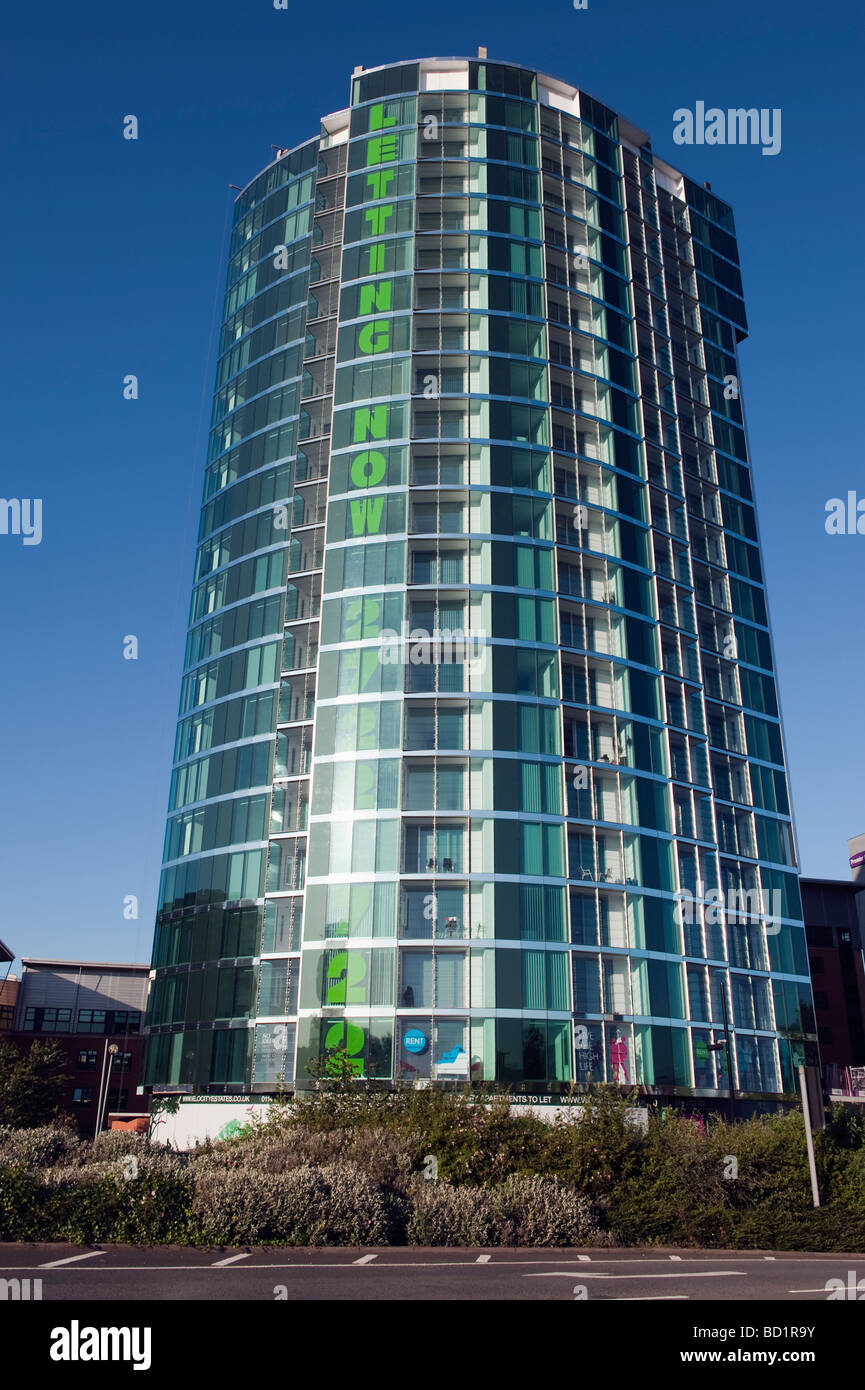 New modern high rise glazed building advertising for letting - Stock Image