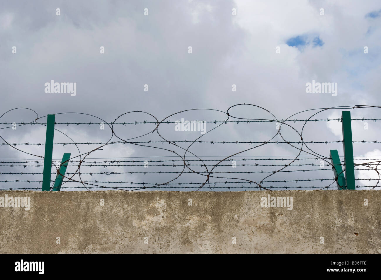 barbed wire net fence on top of Berlin wall Stock Photo: 25345054 ...