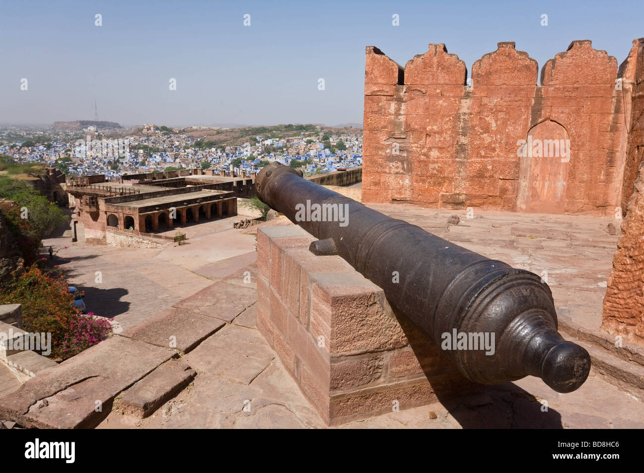 A cannon looking over the blue-painted town of Jodhpur, India - Stock Image