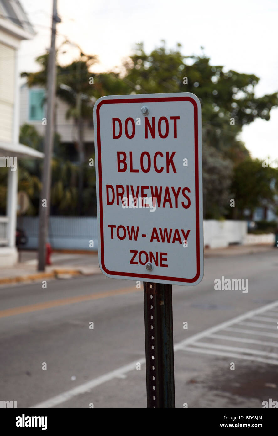 sign stating do not block driveway - Stock Image