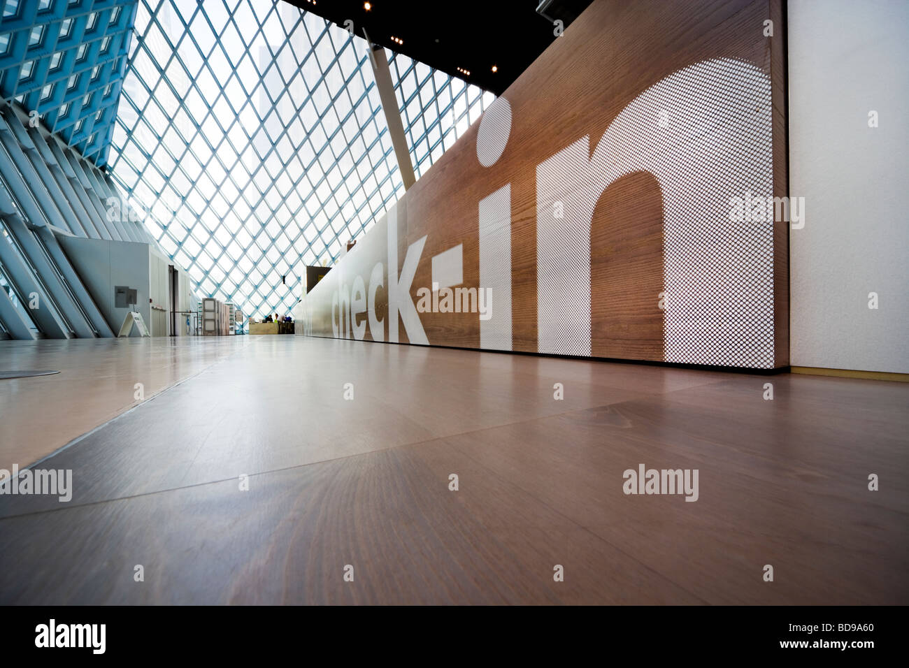 https://c7.alamy.com/comp/BD9A60/spl-seattle-central-public-library-check-in-desk-at-the-third-level-BD9A60.jpg