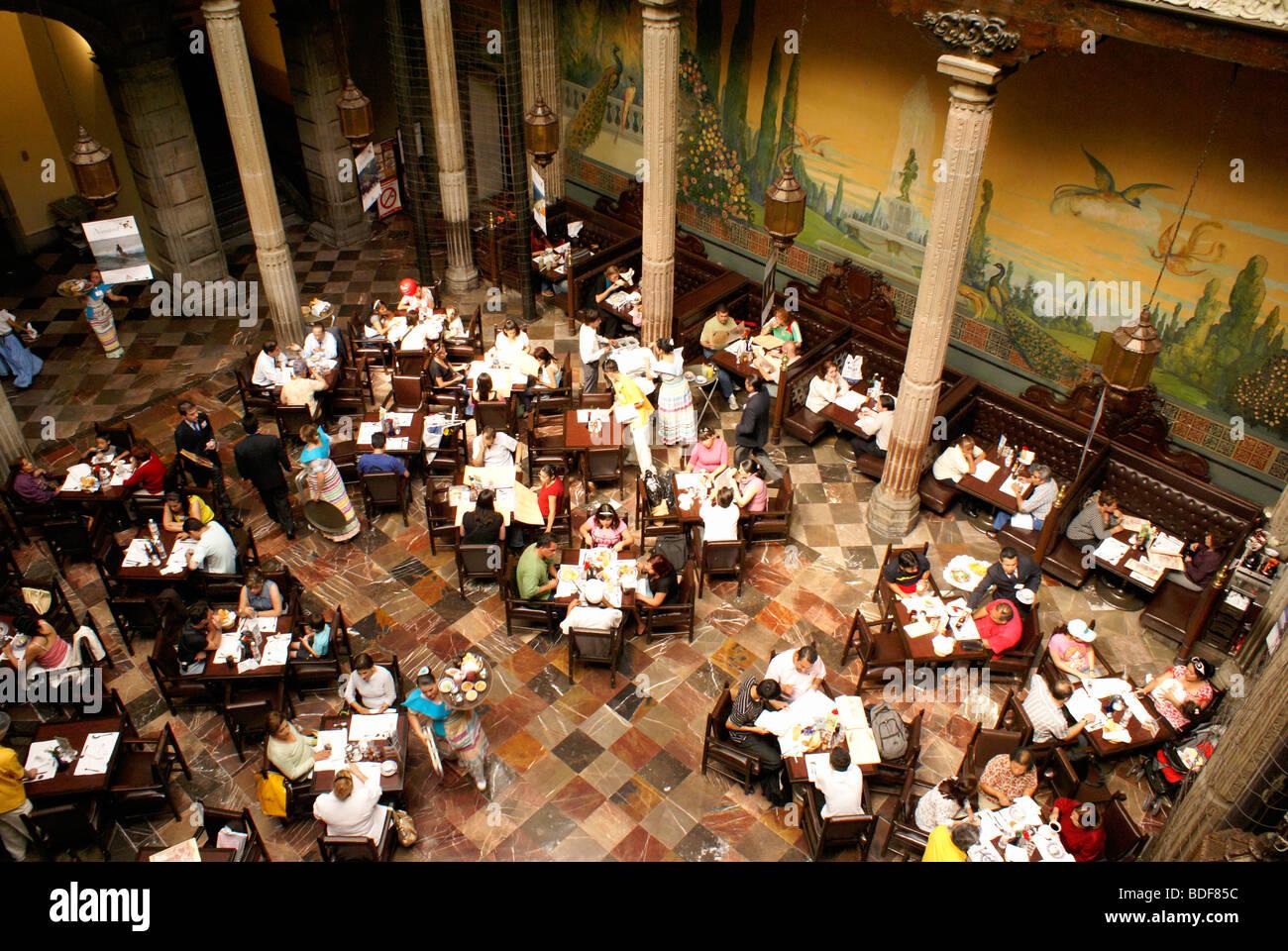 diners-in-sanborns-restaurant-house-of-tiles-or-casa-de-los-azulejos-BDF85C.jpg