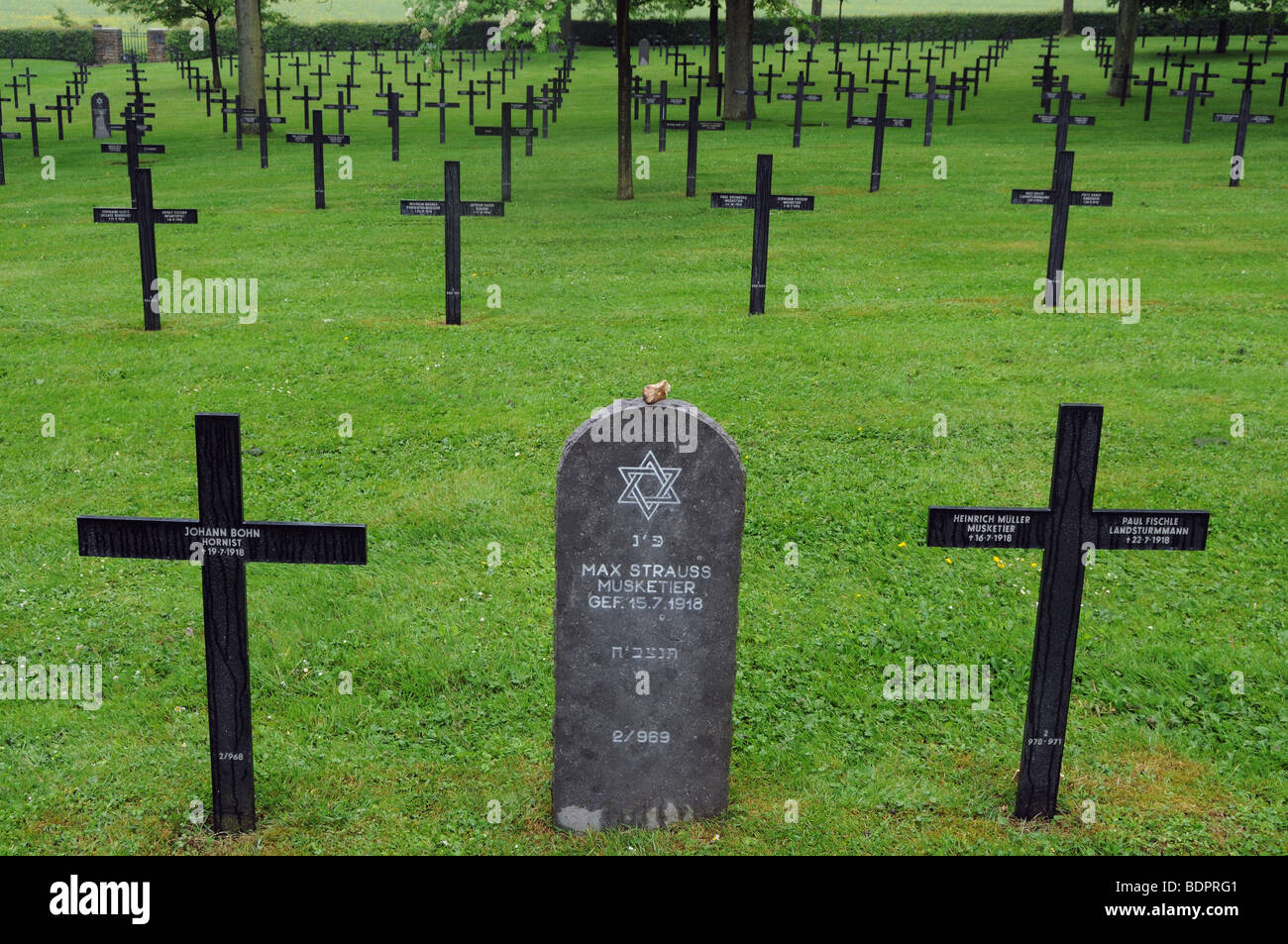 german-war-graves-at-fricourt-on-the-somme-BDPRG1.jpg