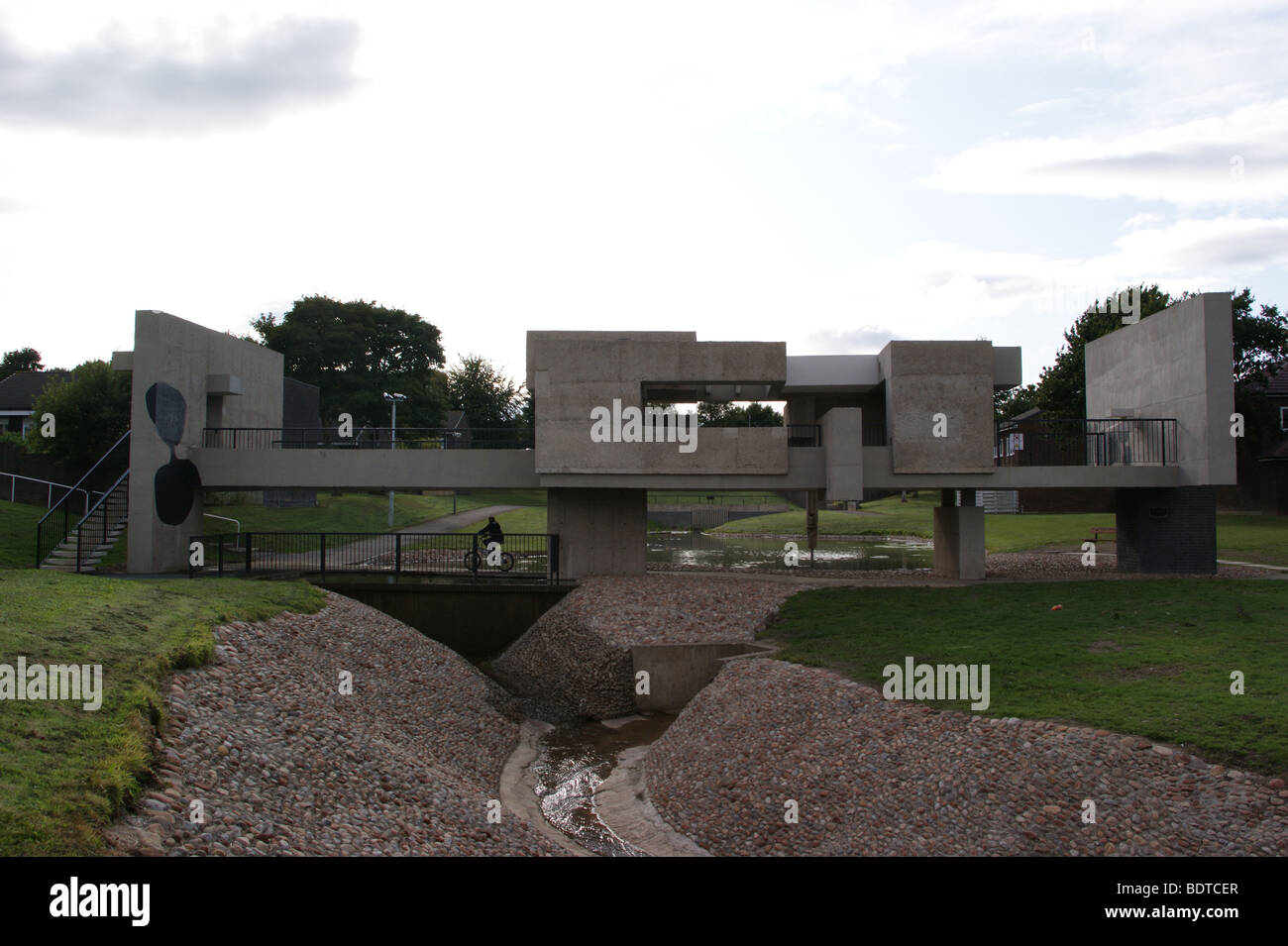 apollo-pavilion-peterlee-county-durham-by-victor-pasmore-1969-skyline-BDTCER.jpg