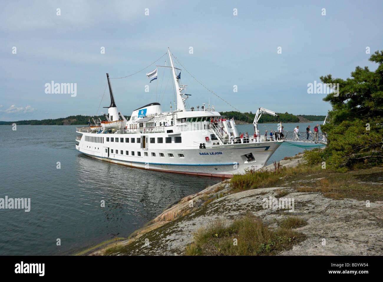 The Swedish archipelago cruise ship Saga Lejon disembarks passengers via her bow at Swedish archipelago Island - Stock Image