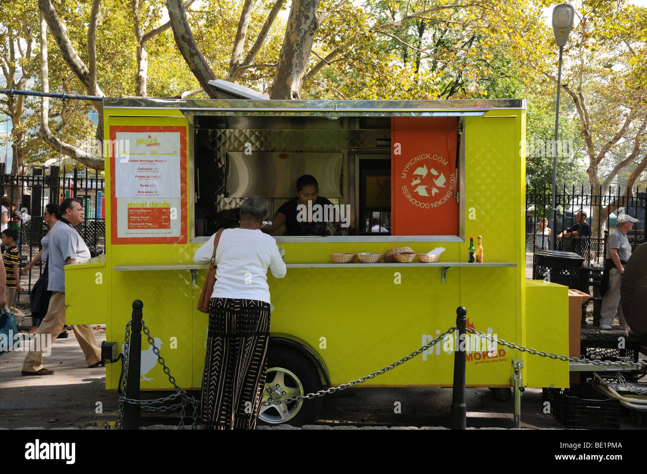 A vendor selling barbecue in Battery Park. On weekdays, the truck goes to the foot of Wall Street. Sept. 13, 2009 - Stock Image