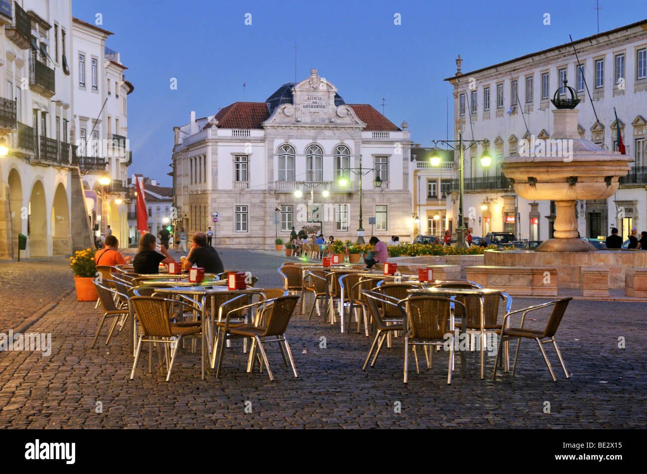 Outdoor cafe on the Praca do Giraldo square at night, Evora, UNESCO World Heritage Site, Alentejo, Portugal, Europe Stock Photo